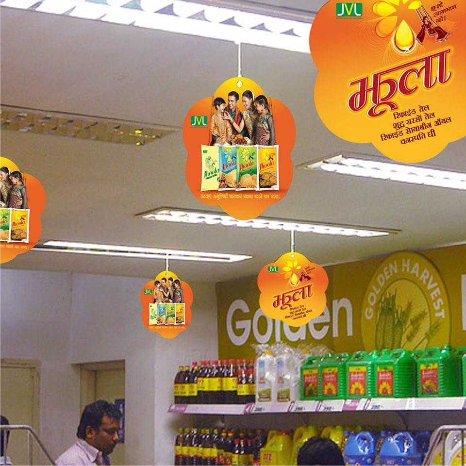 https://wysiwyg.co.in/sites/default/files/worksThumb/jvl-jhoola-oil-soyabean-mustard-palmolein-packaging-retail-dangler-2015.jpg