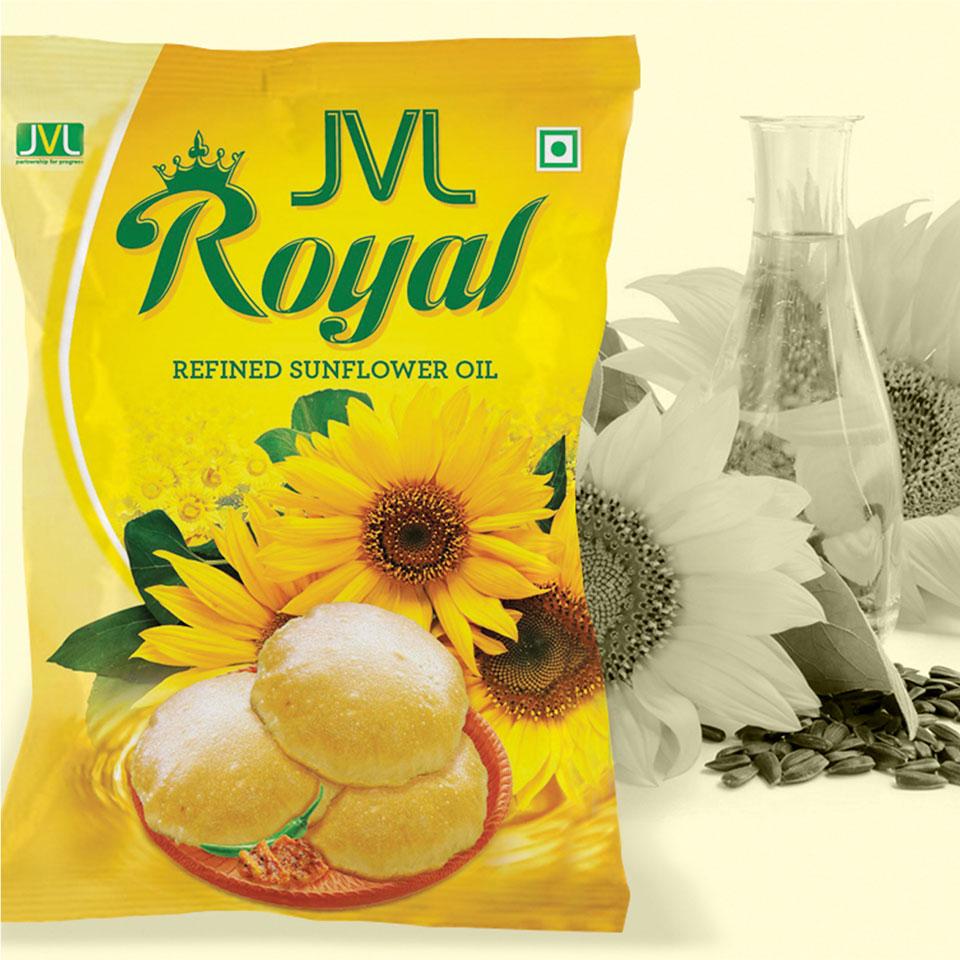 https://wysiwyg.co.in/sites/default/files/worksThumb/jvl-royal-sunflower-oil-packet-2015.jpg
