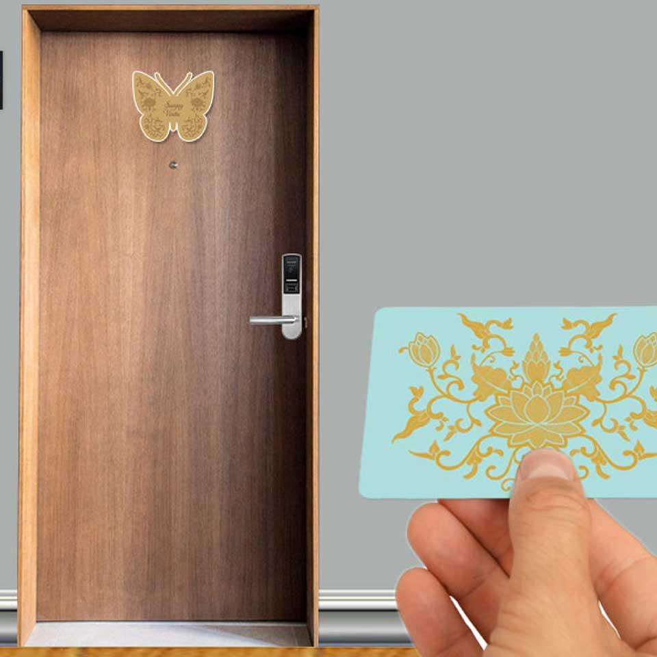 https://wysiwyg.co.in/sites/default/files/worksThumb/siddha-wedding-design-room-name-plate-hotel-key-card-2018.jpg
